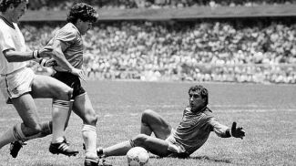 Diego Maradona of Argentina (centre) takes on Terry Butcher (left) and goalkeeper Peter Shilton of England on his way to scoring Argentina's second goal during a World Cup Quarter-Final match held at the Azteca Stadium, Mexico City on 22nd June 1986. Argentina beat England 2-1. (Bob Thomas/Getty Images).